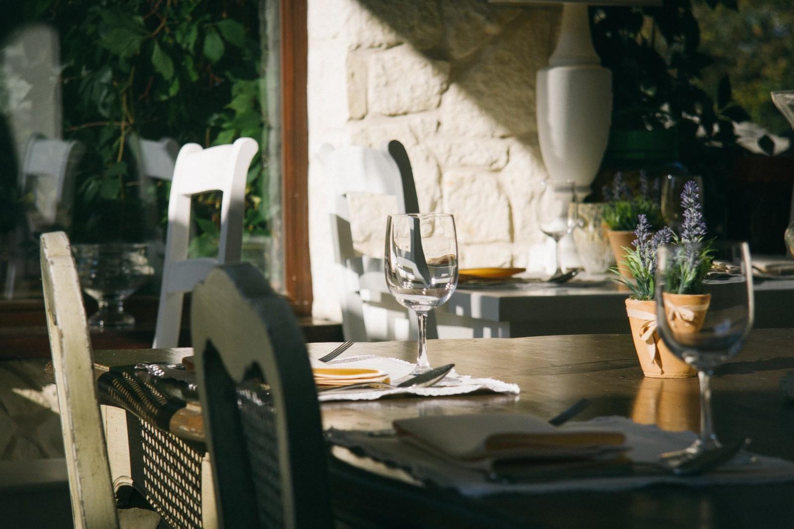 4 Speise- und Aufenthaltsräume, Frühstückbuffet, Salatbuffet, hausgemachte Spezialitäten